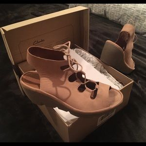 Clark's Women's Lace-Up Suede Sandals 8M